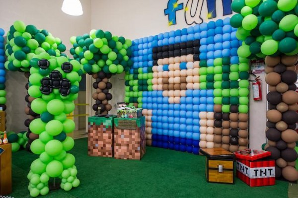 Kara's Party Ideas Minecraft Balloon Party
