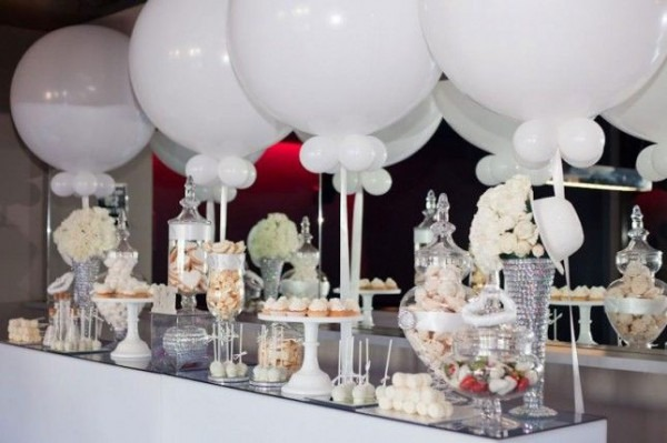 """How To Throw A Chic """"all White"""" Party Follow @champagneandtulips"""