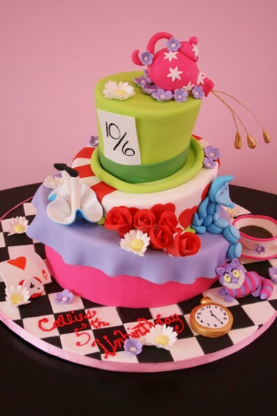 Alice In Wonderland Birthday Cakes 372 — Wedding Academy Creative