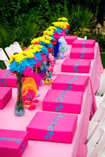 Trolls Themed Pink Color Table Decoration Idea With Party Favor