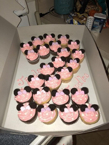 I Made Minnie Mouse Cupcakes For A Little Girl's 2nd Birthday