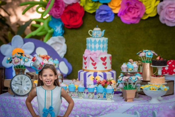 Alice In Wonderland Birthday Party Via Blossom