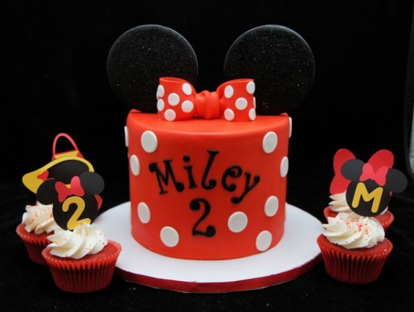 Red & White Minnie Mouse Cake & Cupcakes